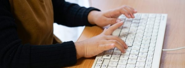 小学生オンラインプログラミング「p.school」の授業スタイル