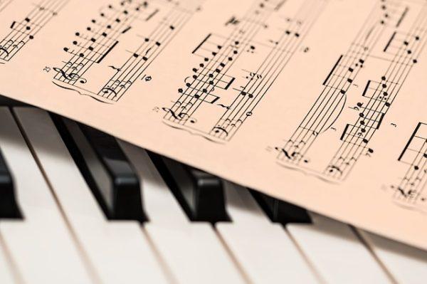 小学生の勉強には音楽も効果的