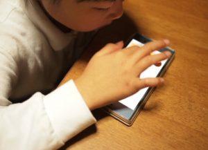 タブレット学習の欠点①視力低下を招きやすい